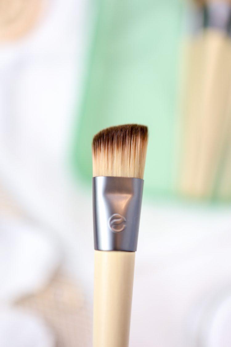 angled-foundation-brush